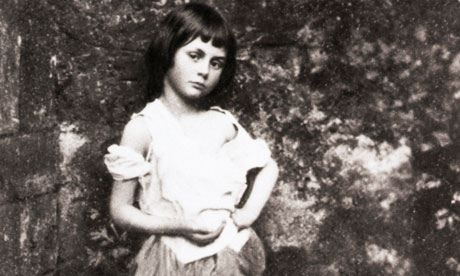 Alice Liddell gefotografeerd door Lewis Carroll. Bron:   Bettmann/Corbis/guardian.co.uk.