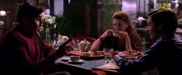 Otto en Peter scheppen een band en drinken een kopje thee, in 'Spider-Man 2'.