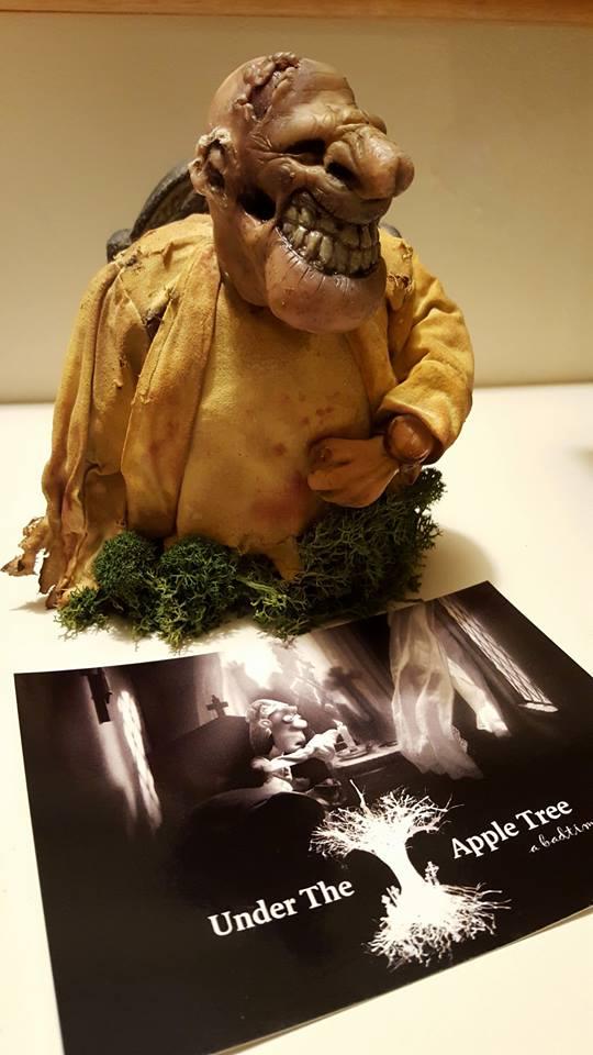 Dit beeldje van animator Erik van Schaaik, inmiddels genomineerd voor een Gouden Kalf dit jaar voor zijn korte film Under the Apple Tree TREE werd als eerste geveild. Het is in de film gebruikt.