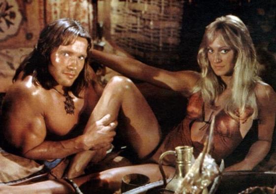 Schwarzenegger en Bergman maken het gezellig in Conan.