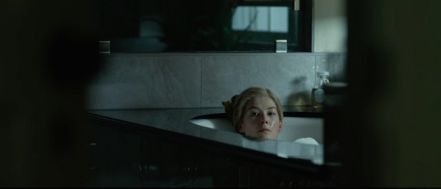 gone-girl-movie-screenshot-rosamund-pike-bath