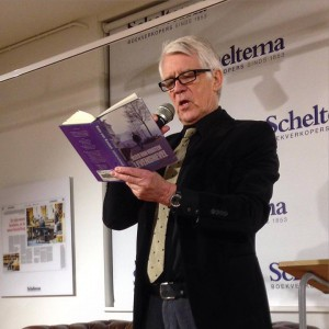 Kees van Kooten leest voor bij Scheltema tijdens de Stripmaand (januari 2016)