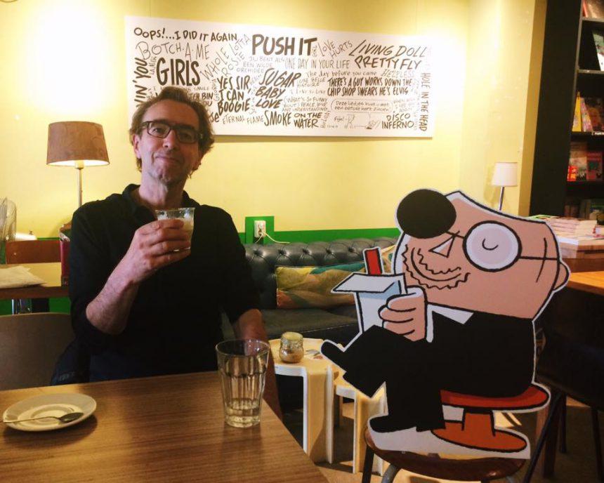 De bekendste nederlandse psychiater was vandaag op bezoek: Sigmund! Samen met zijn bedenker Peter de Wit heeft 'ie de koffiehoek volgehangen met zijn leuke strips. Komt dat zien!