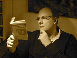 Phil bestudeert Dick Bos.