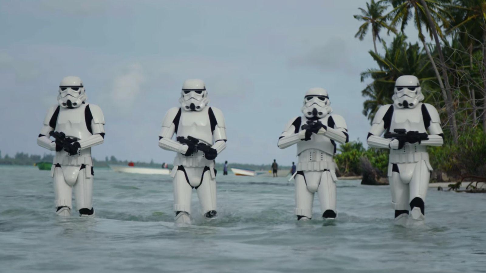 Stormtroopers worden beach boys.