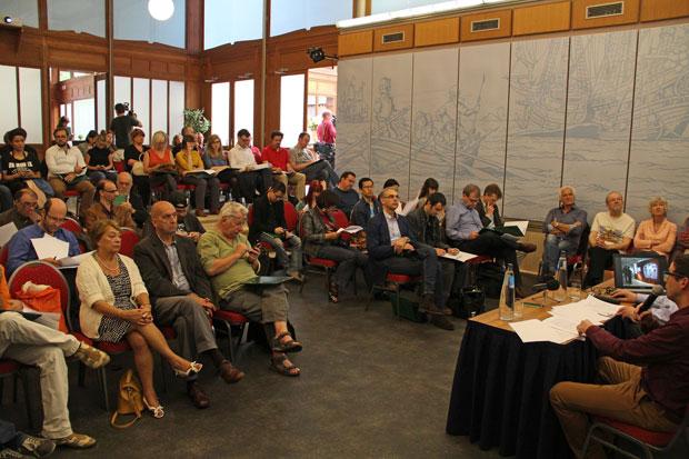 Een volle zaal tijdens de persconferentie. Foto copyright Daniel Fouss.