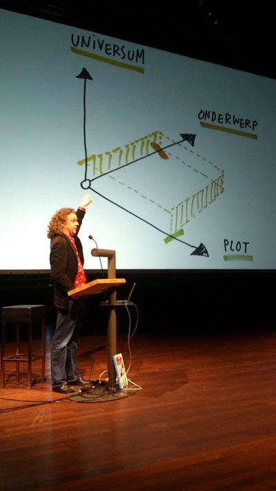 Herman Roozen legt zijn model uit. Foto: Pieter van Cleef.