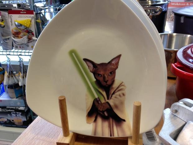 Grappig bordje van een Jedi Kat van Cookut. Vond ik in Rich & Millbrook, de kookwinkel in Hoorn.