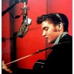 Elvis 34 jaar dood, maar op het scherm springlevend